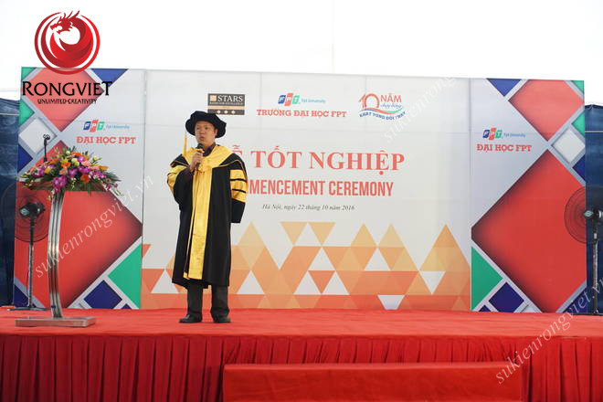 Sân khấu và mục phát biểu được bố trí phía trên tạo tầm nhìn bao quát - Công ty sự kiện Rồng Việt