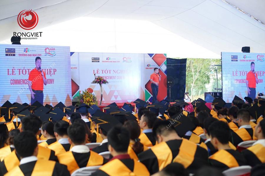 Khán đài tổ chức sự kiện lễ tốt nghiệp của sinh viên Đại học FPT - Công ty sự kiện Rồng Việt