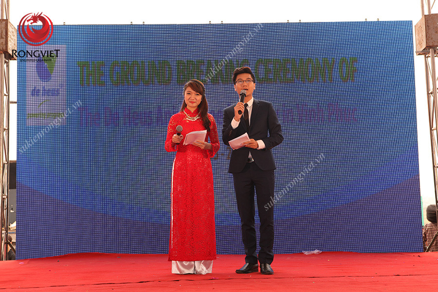 MC Vân Anh và MC Công Tố