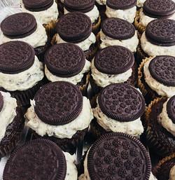 It's a Cookies N Cream kinda day!! 🍪🥛