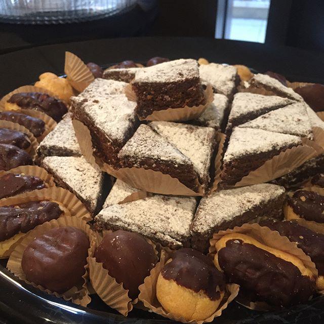 Yummy! #anikospasalon #blackrosepastries