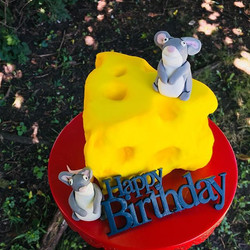 How cute is this mouse 🐭 & cheese 🧀 ca