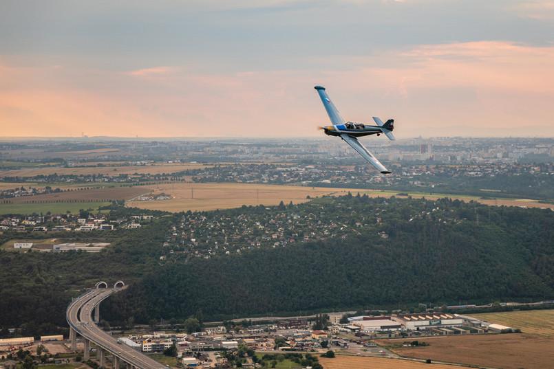 C-305 nad Prahou