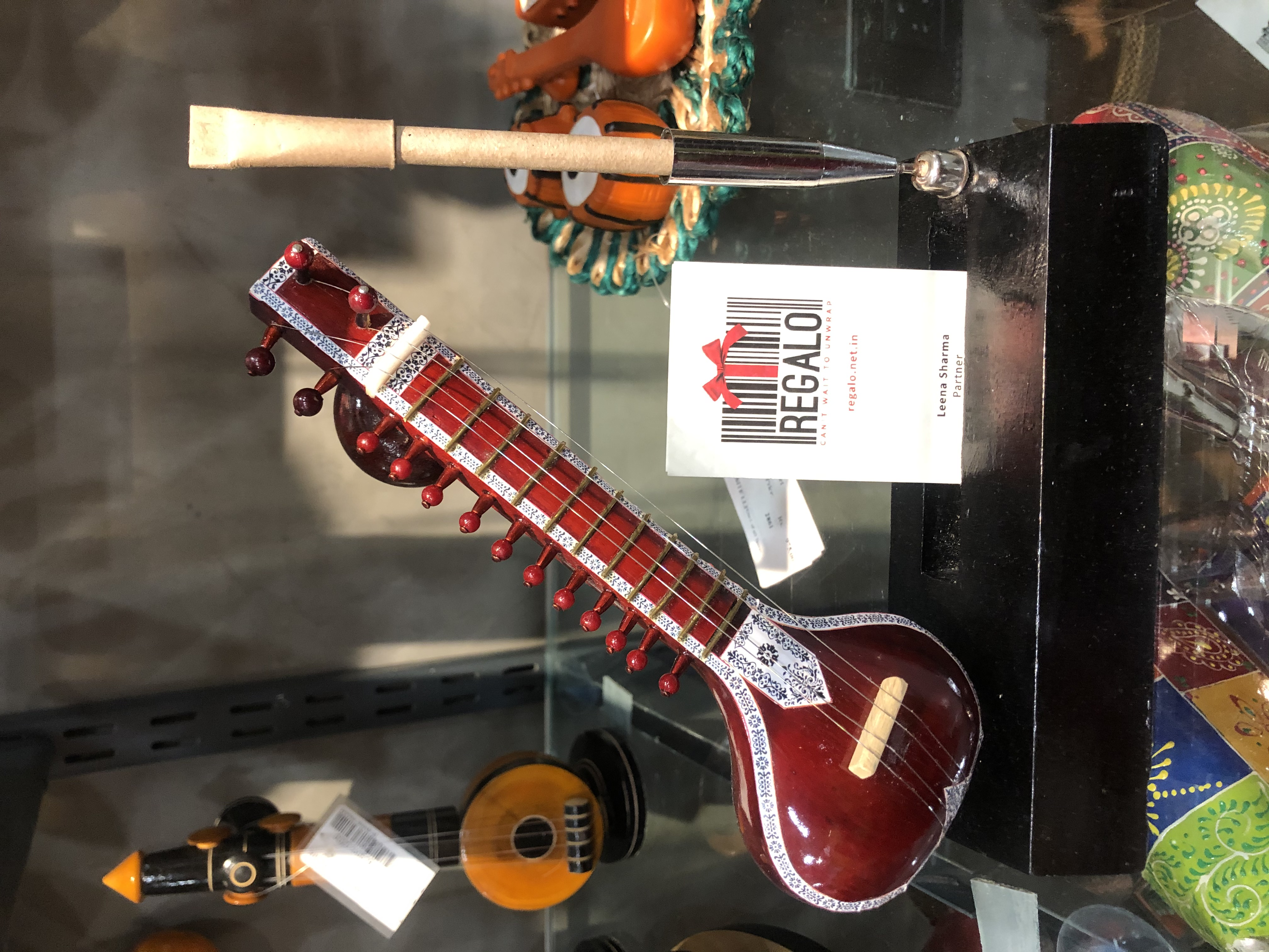 Music (instruments) pen stand