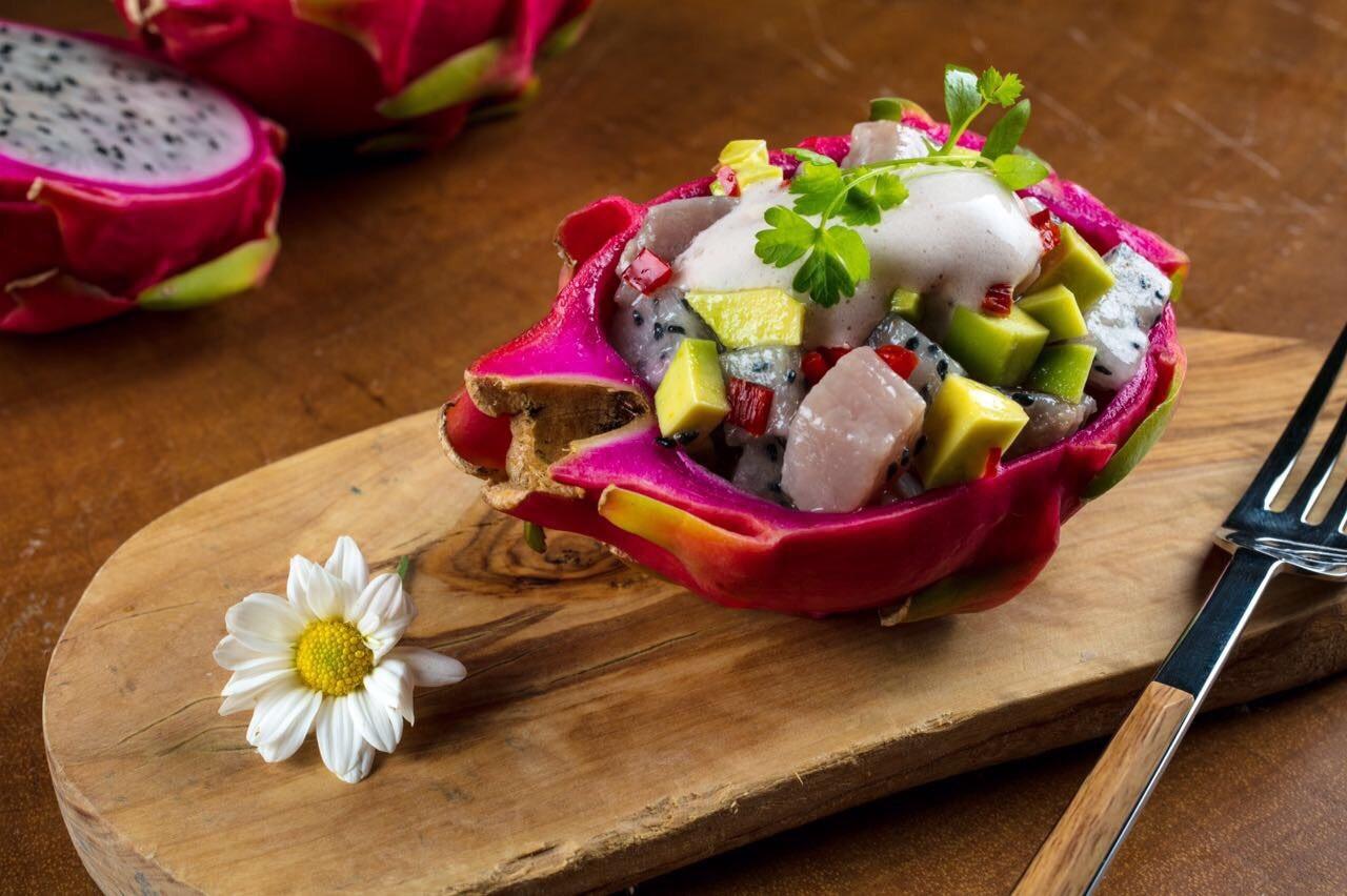 ceviche de pitaya e avocado