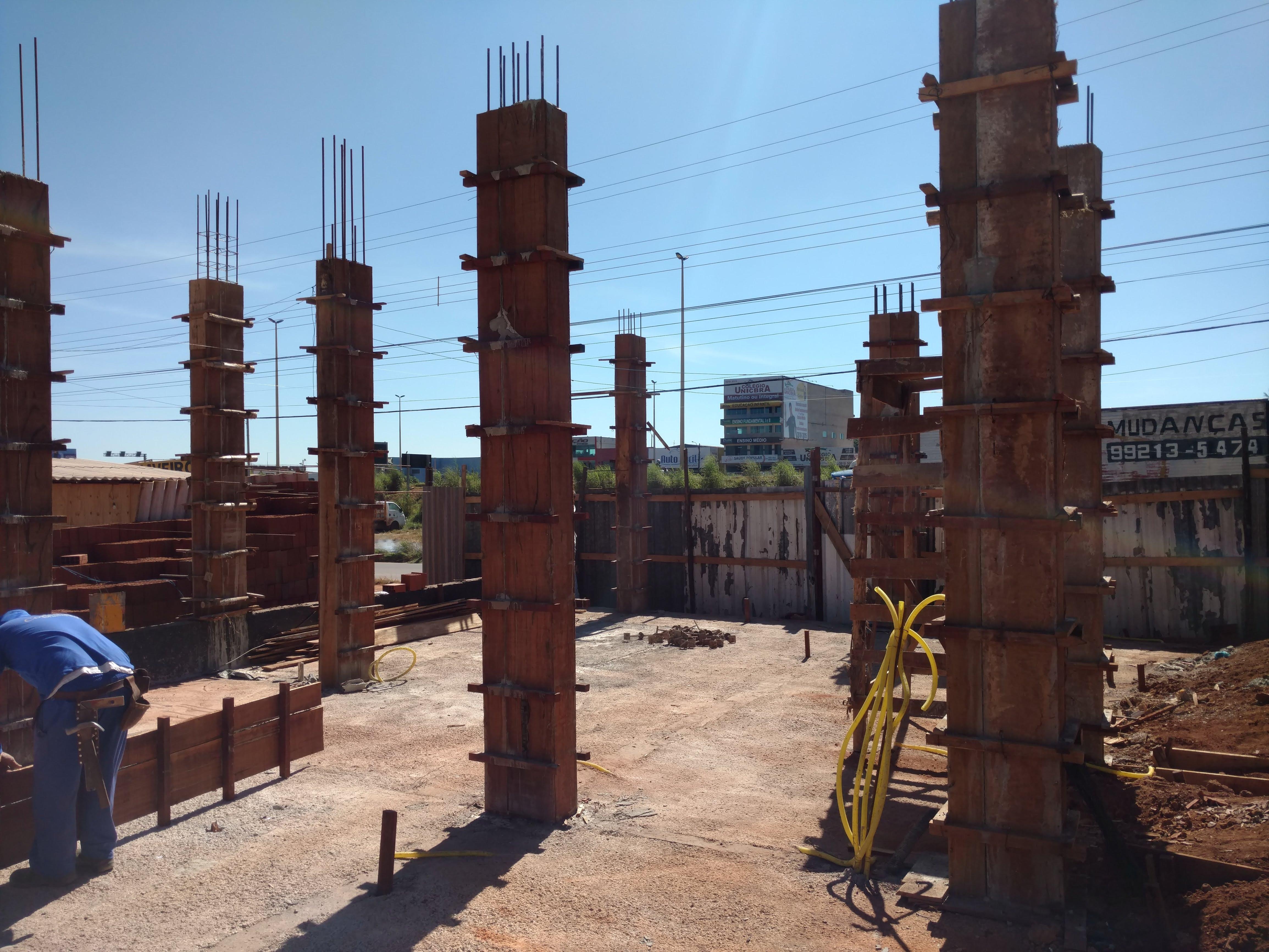 Construção de Pilares da Loja O Boticari