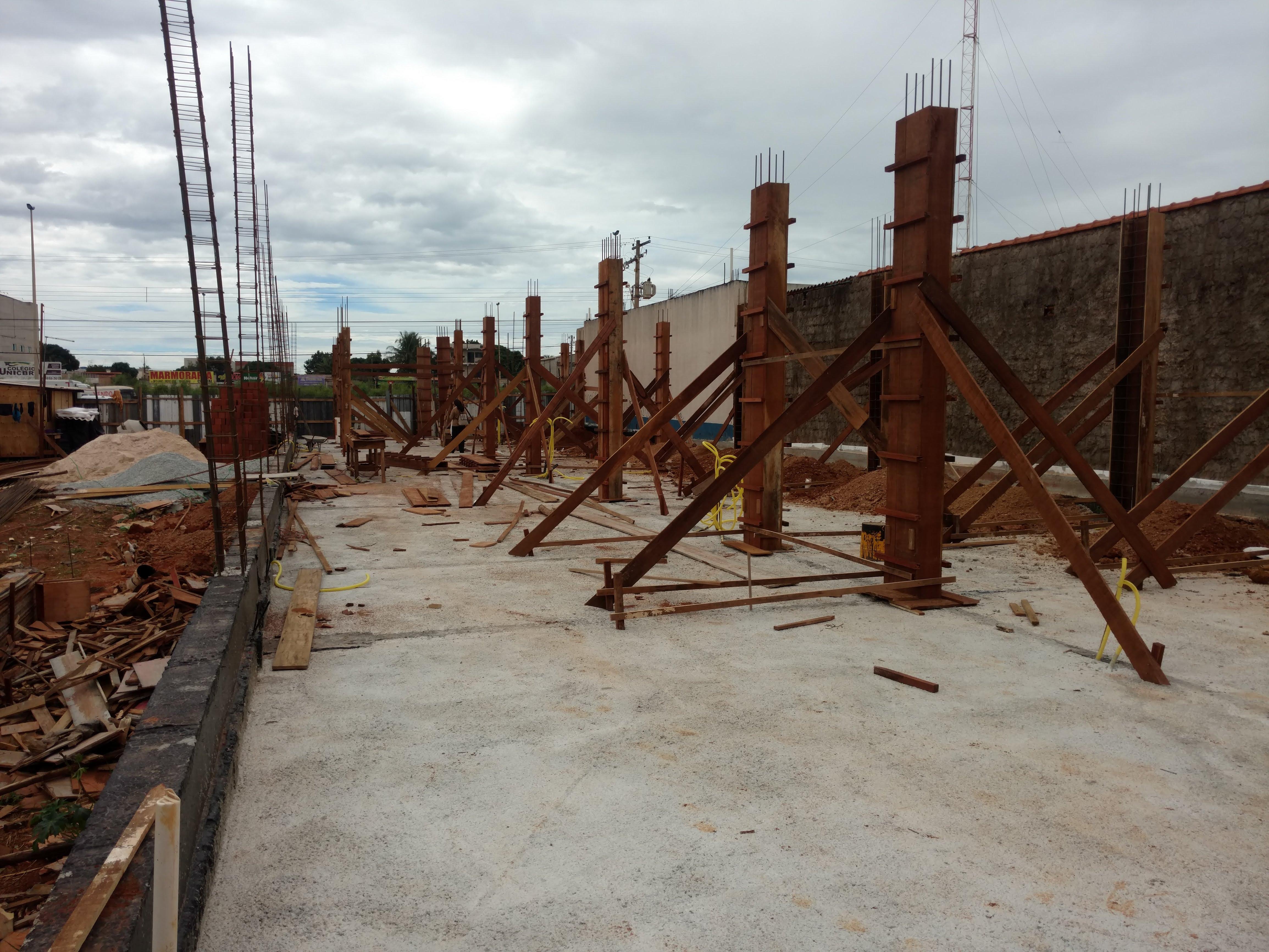 Construção de Contra-piso em concreto (7