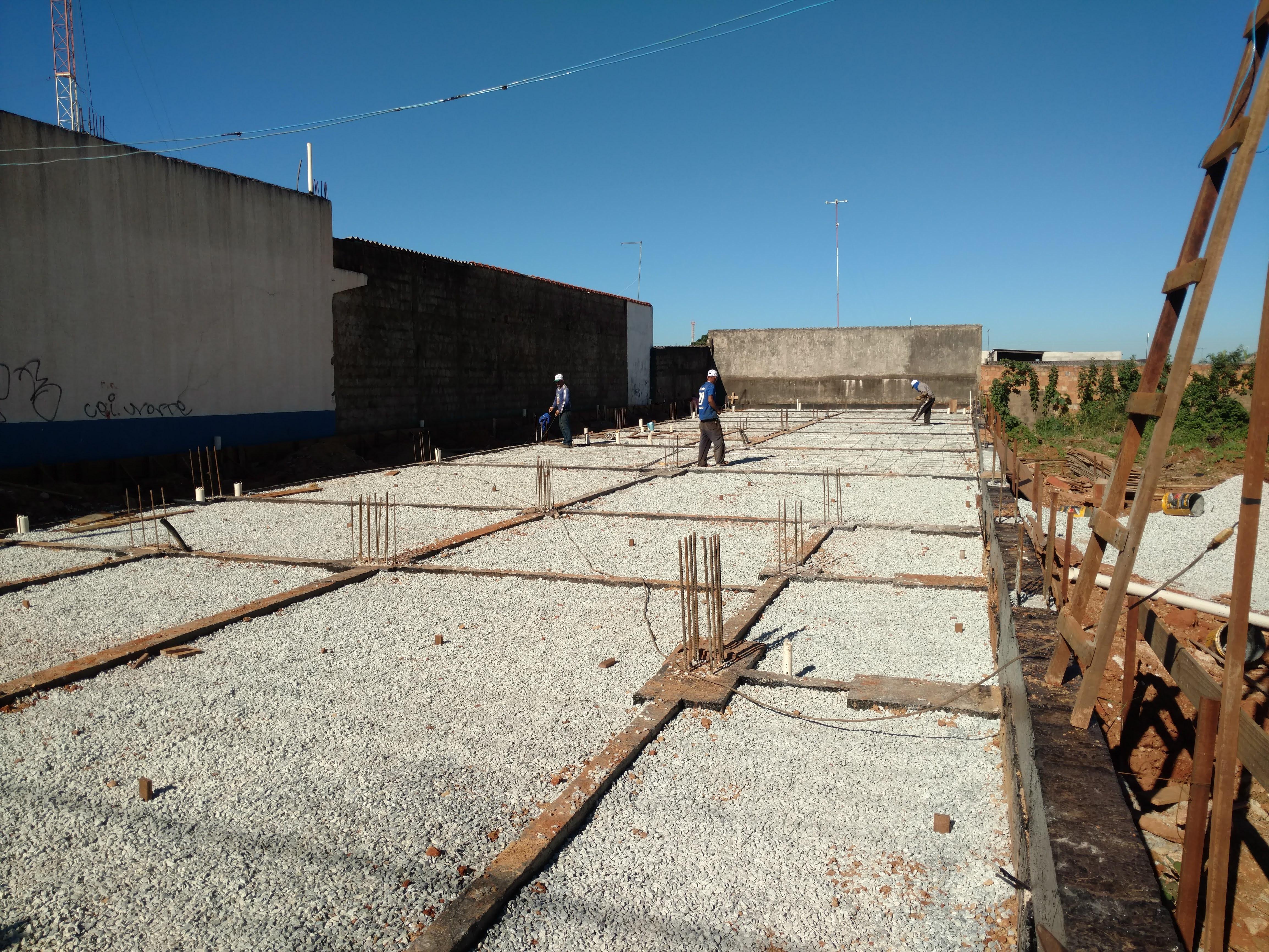 Construção de Contra-piso em concreto (3