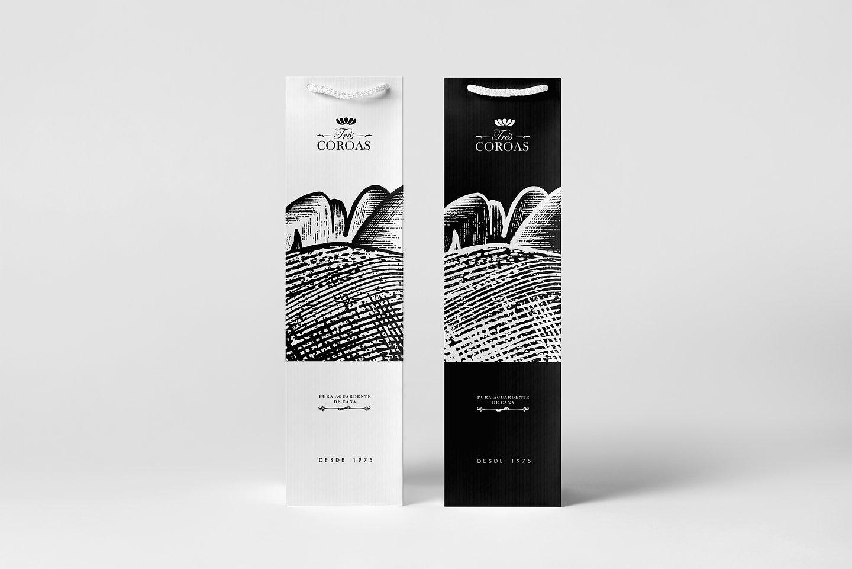 06_Wine-Bag-&-Bottle-Mock-up_bags.jpg