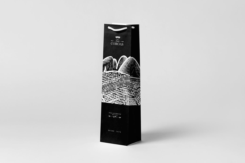 solo01_Wine-Bag-&-Bottle-Mock-up_bag.jpg