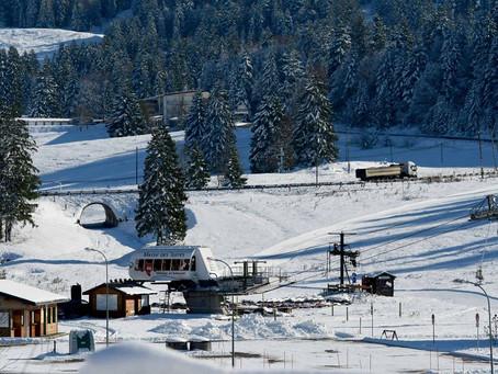 Covid-19 : Dans le Haut-Jura, la guerre des remontées mécaniques fait rage entre France et Suisse