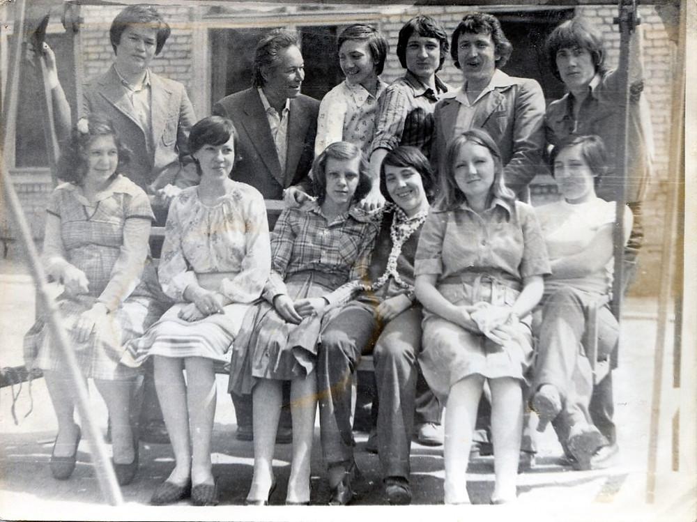 Г.Н. Кашин со студентами СХУ.
