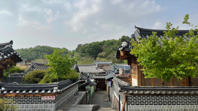 Eating and Exploring our Way Through Jeonju
