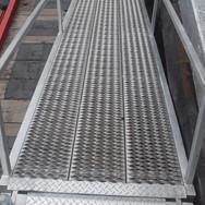 Aluminum walkway, hinged