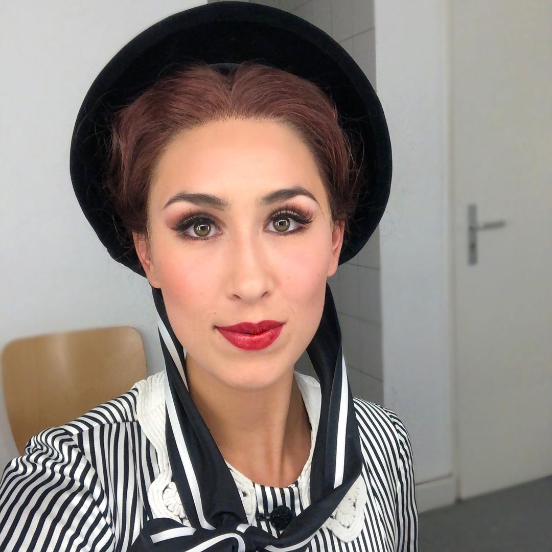 Annina - La Traviata