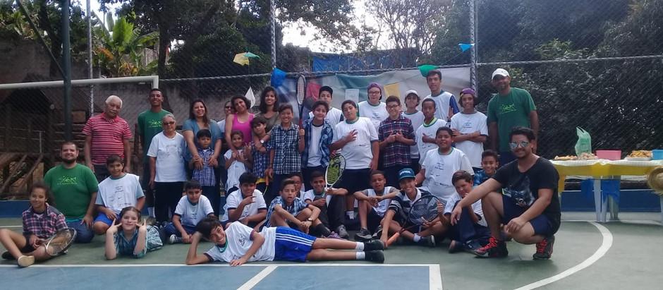 Turma do Casa Blanca promove Arraiá do Tênis