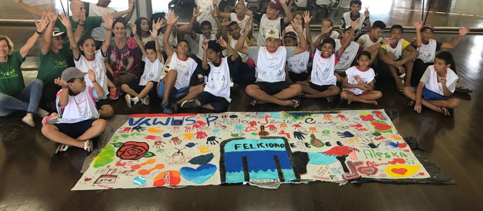 Artista plástica Fernanda Eva visita alunos da OSEB no CEU Perus