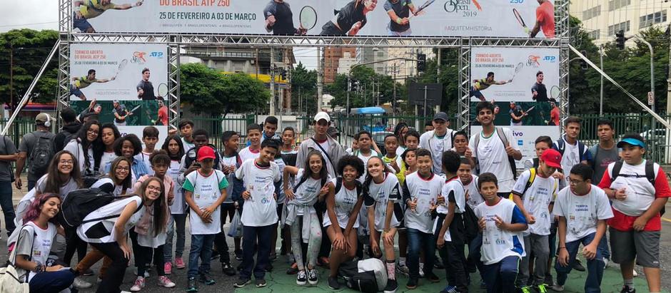 Garotada da OSEB assiste a jogos do Brasil Open, no Ibirapuera