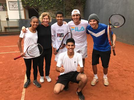 Fernando Meligeni recebe alunos da OSEB para bate-bola