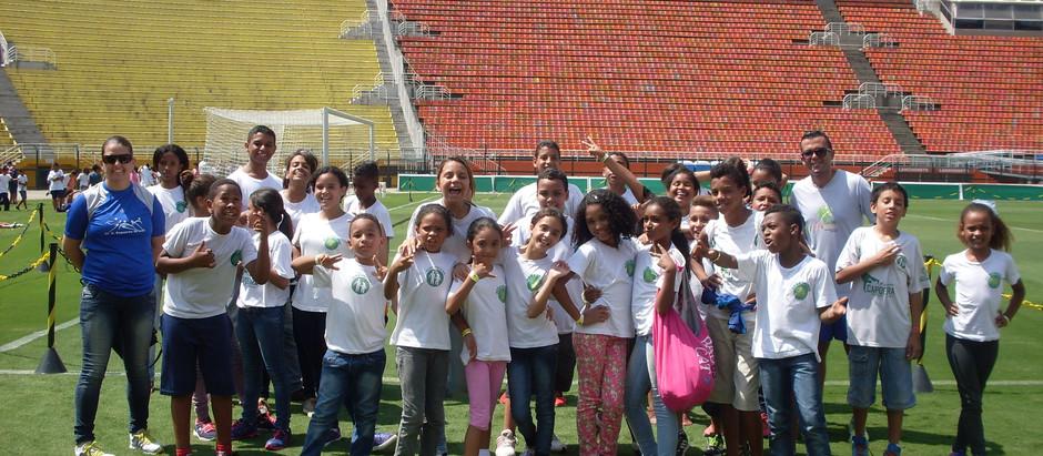 """Alunos da OSEB participam do projeto """"Manhãs Olímpicas"""" no estádio do Pacaembu"""