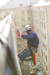 industrial-climber-work-in-krazy-jungle-