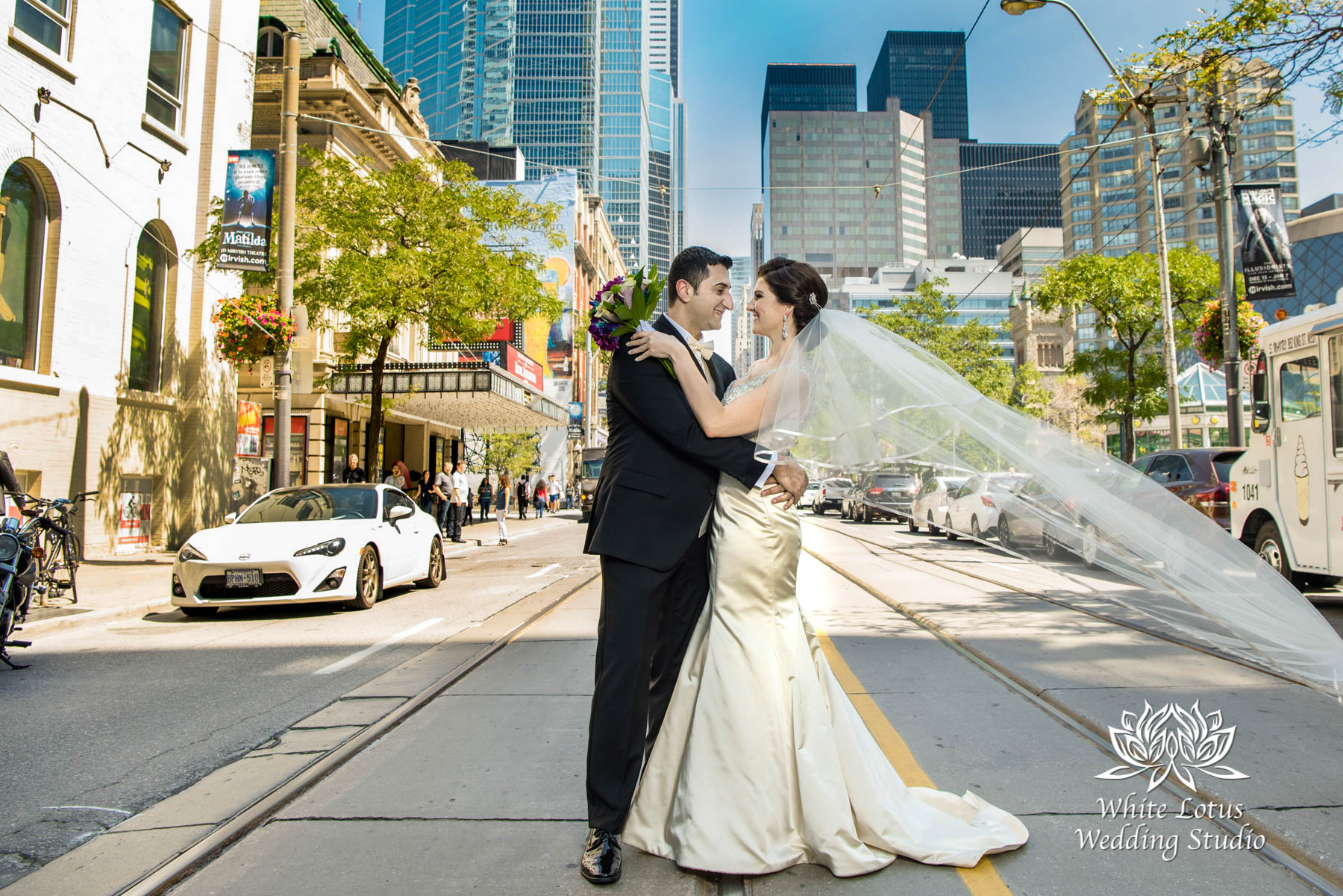 085 - Wedding - Toronto - Downtown wedding photo-walk - PW