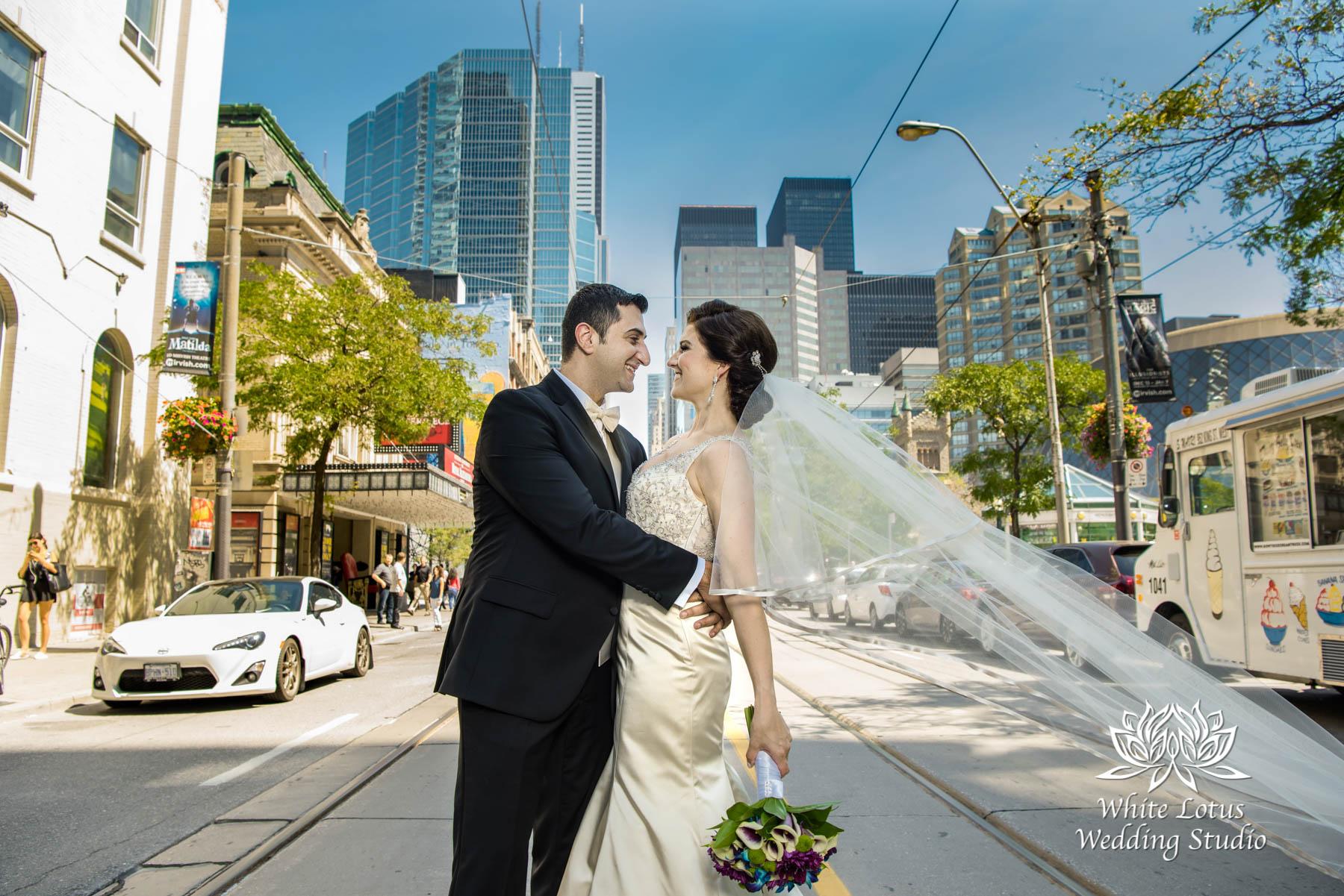 083 - Wedding - Toronto - Downtown wedding photo-walk - PW