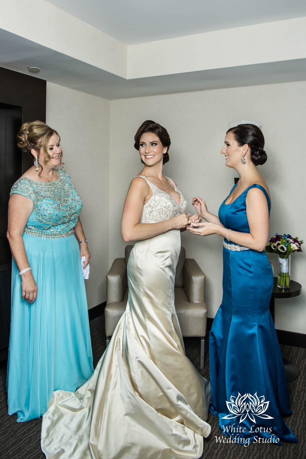 051 - Wedding - Toronto - Bride getting ready - PW
