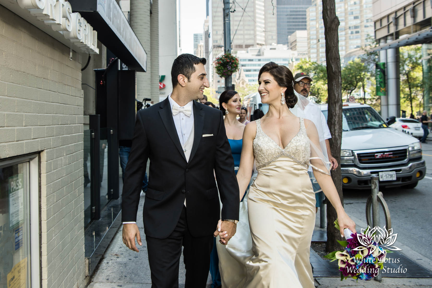 087 - Wedding - Toronto - Downtown wedding photo-walk - PW