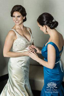 049 - Wedding - Toronto - Bride getting ready - PW