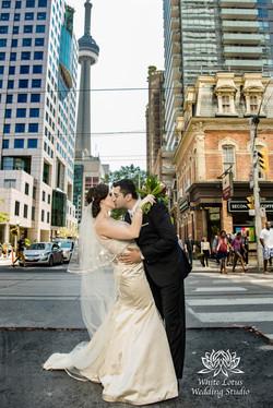091 - Wedding - Toronto - Downtown wedding photo-walk - PW