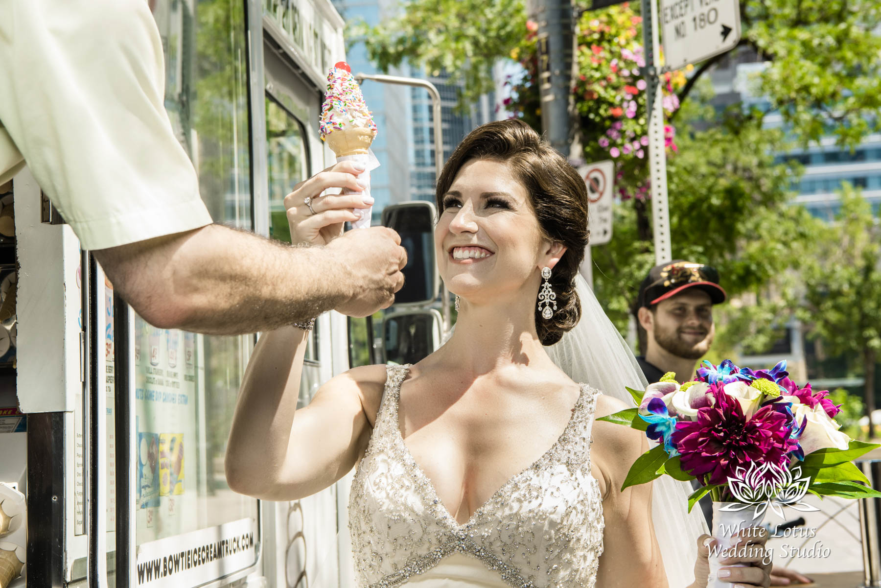 077 - Wedding - Toronto - Downtown wedding photo-walk - PW