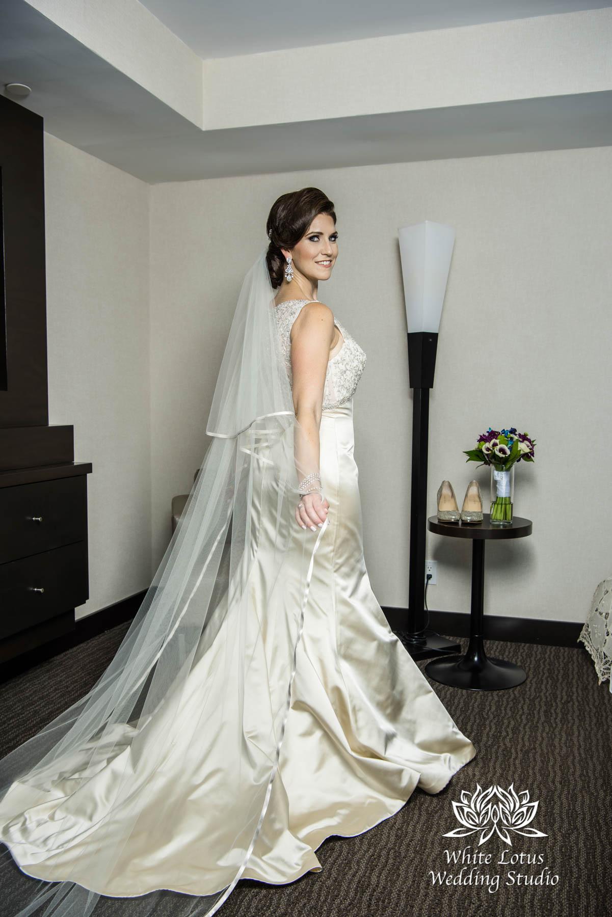 058 - Wedding - Toronto - Bride getting ready - PW