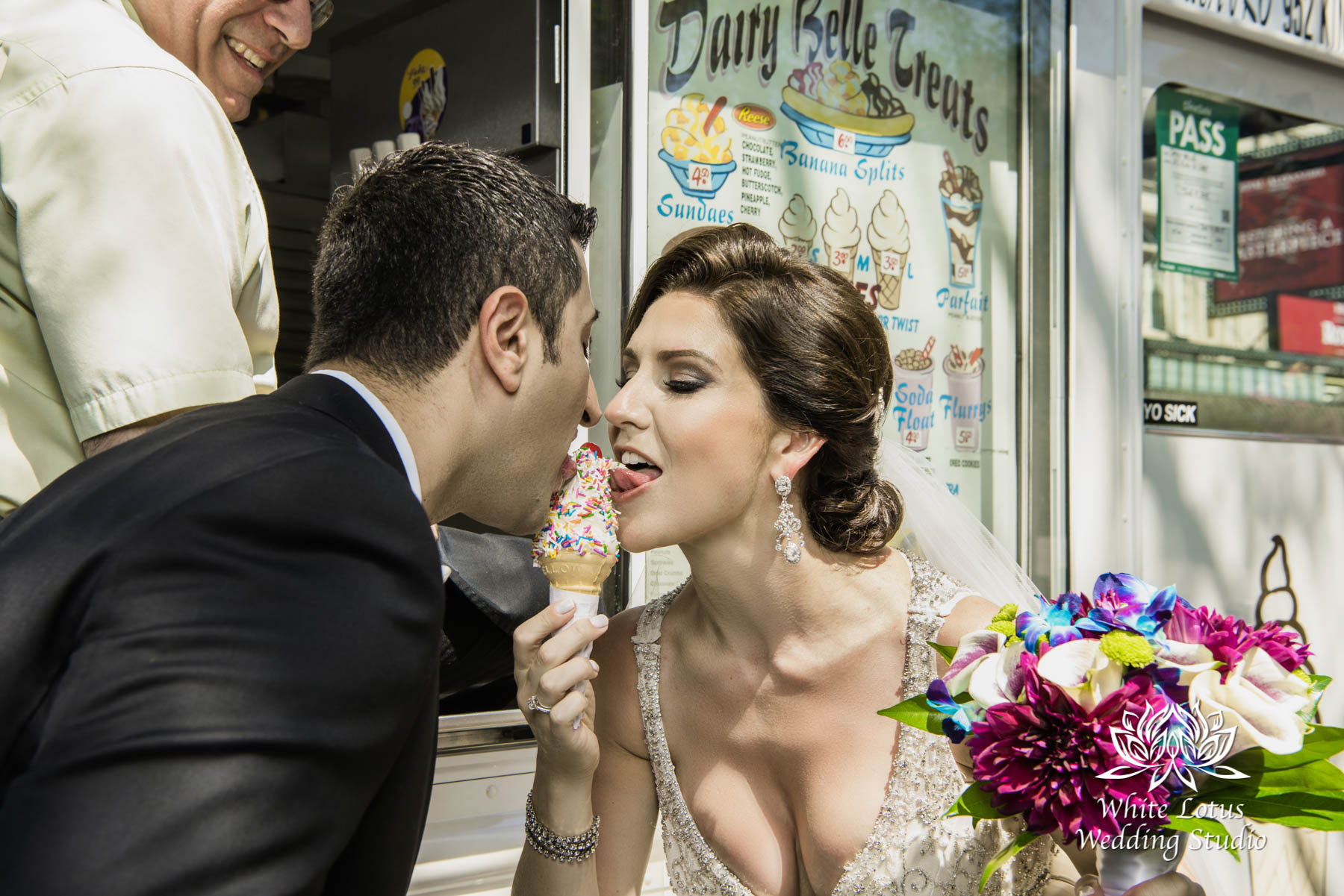 079 - Wedding - Toronto - Downtown wedding photo-walk - PW