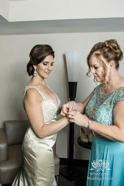 056 - Wedding - Toronto - Bride getting ready - PW