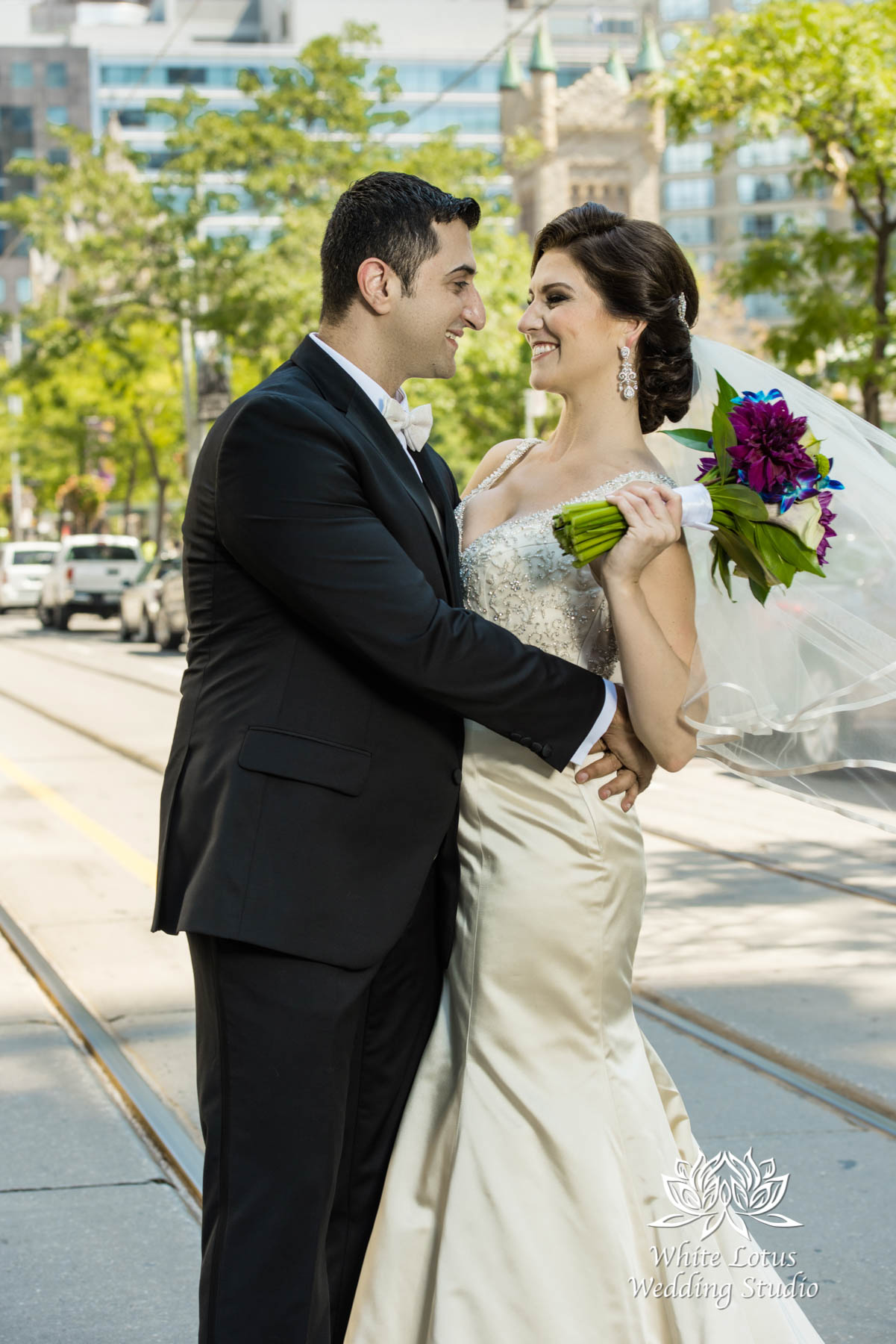 084 - Wedding - Toronto - Downtown wedding photo-walk - PW