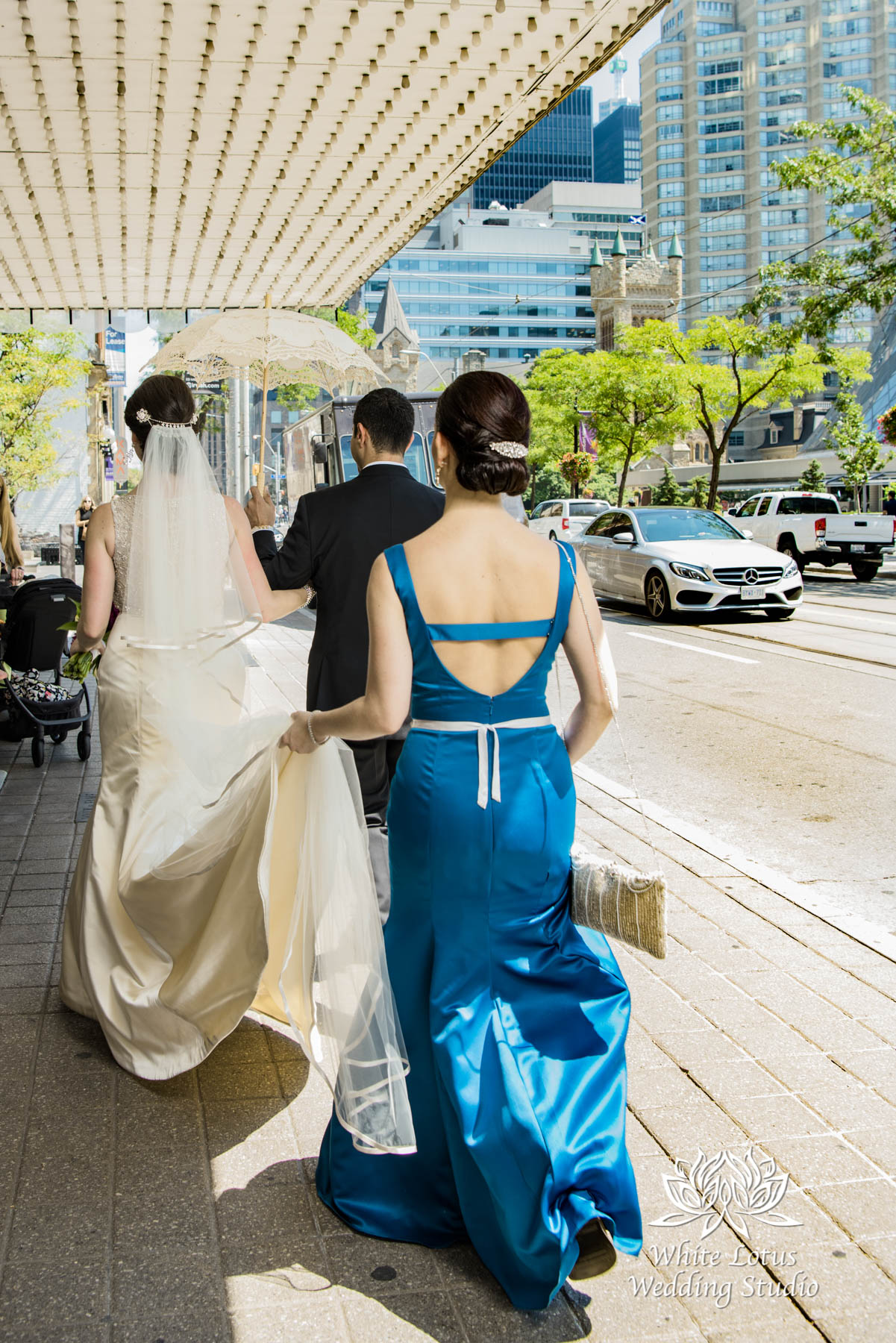069 - Wedding - Toronto - Downtown wedding photo-walk - PW