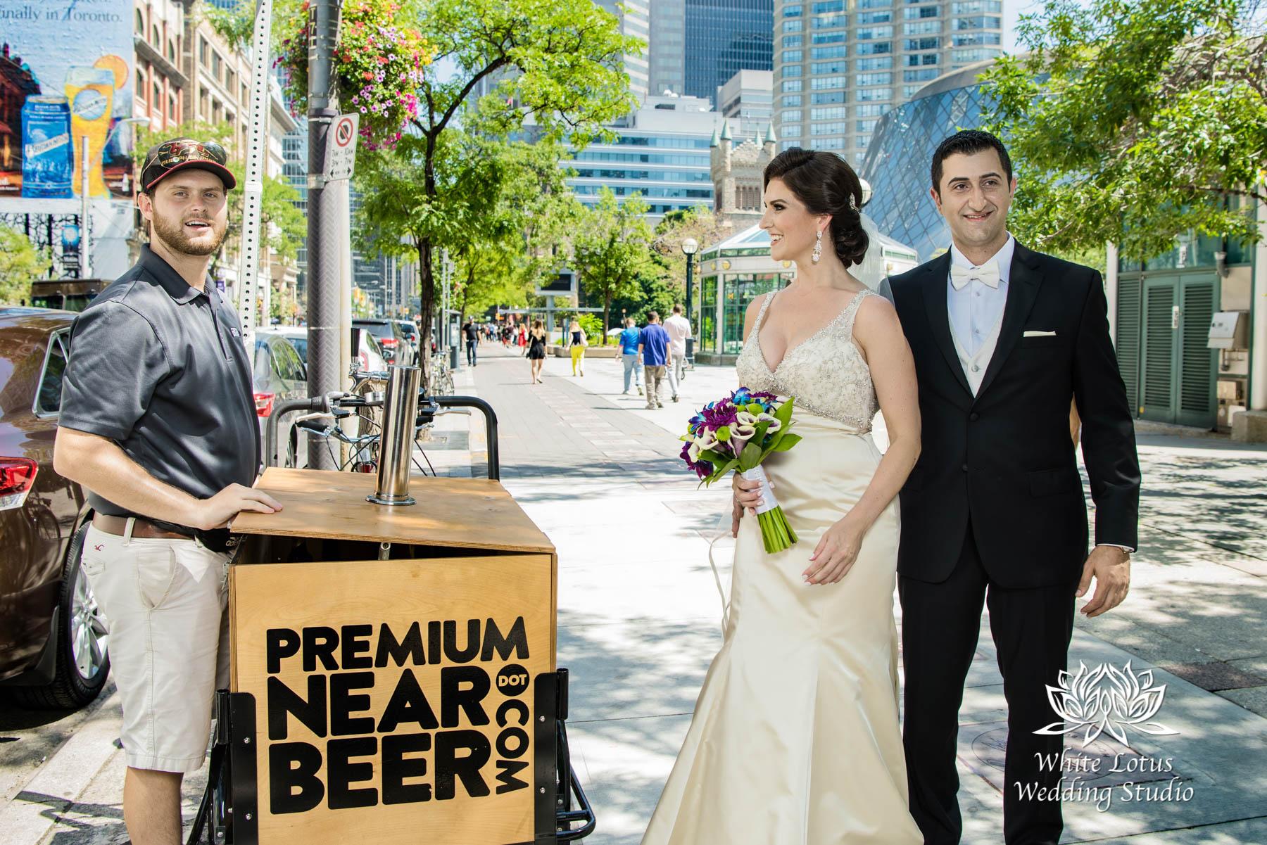 073 - Wedding - Toronto - Downtown wedding photo-walk - PW