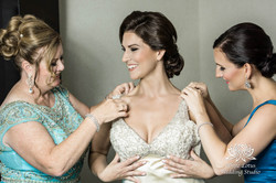 047 - Wedding - Toronto - Bride getting ready - PW