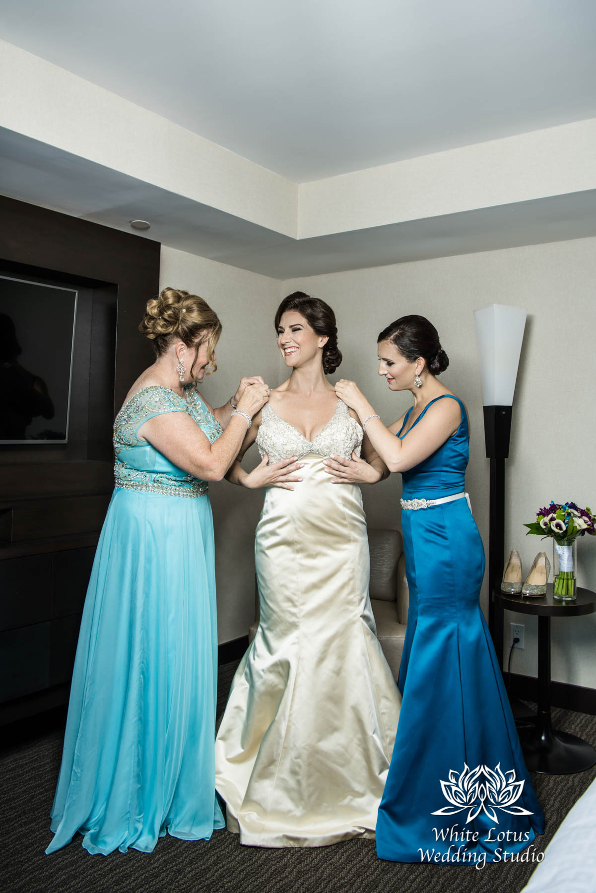 046 - Wedding - Toronto - Bride getting ready - PW