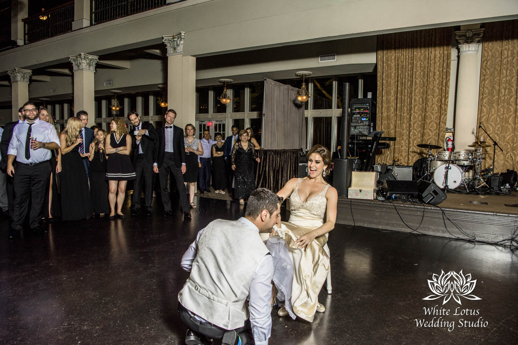 325 - Wedding - Toronto - Liberty Grand - Toss garter - PW