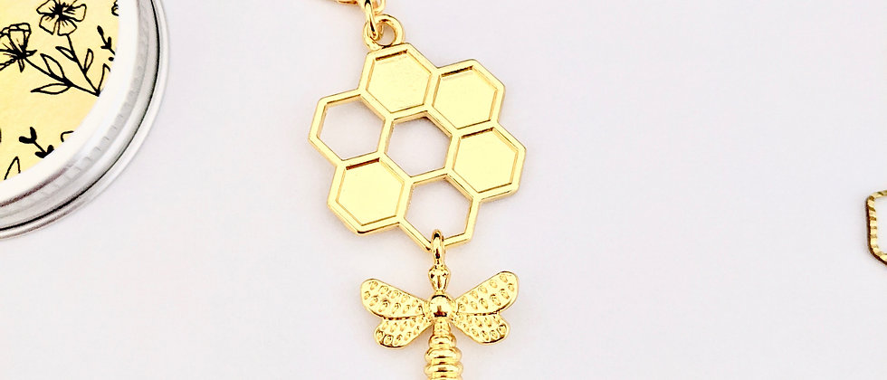 Honeycomb with bee stitch marker