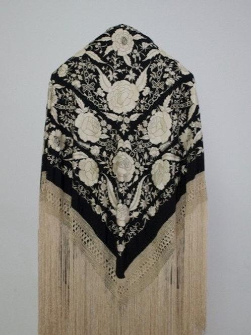 Mantón Negro bordado en blanco roto de cadenas