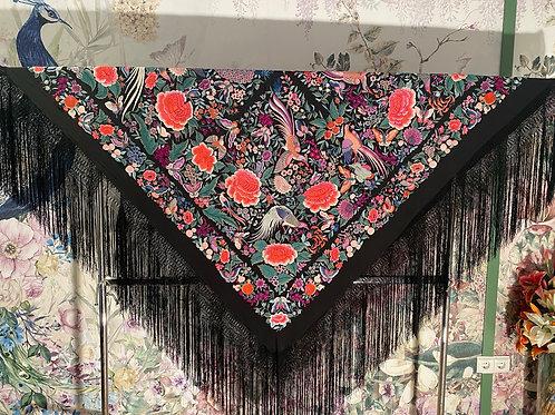 Mantón antiguo negro bordado con pájaros, pavos reales y flores