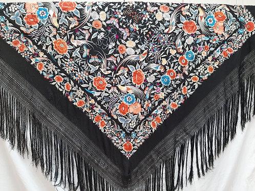 Manton negro bordado en colores
