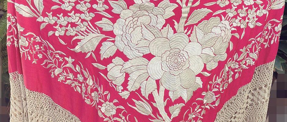 Mantón antiguo rosa fucsia de tulipanes