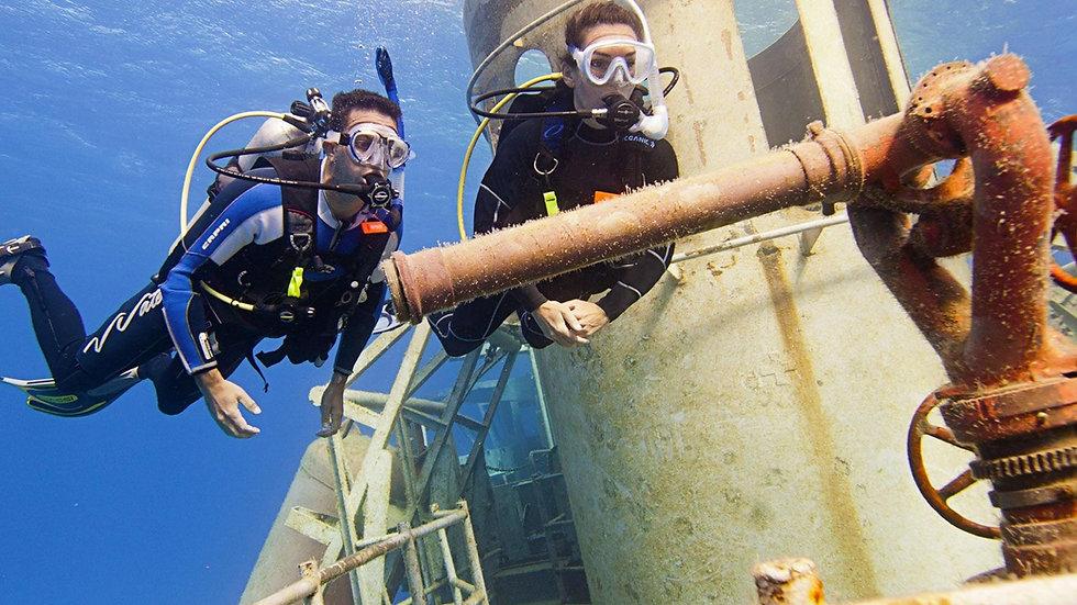 wreck-diver.jpg