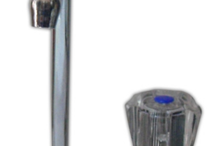 Torneira simples metálica, bico rebatível