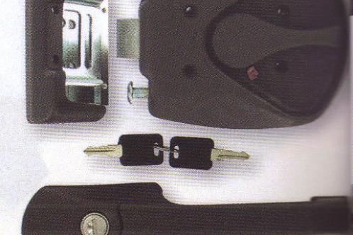Fechadura exterior para porta de autocaravana