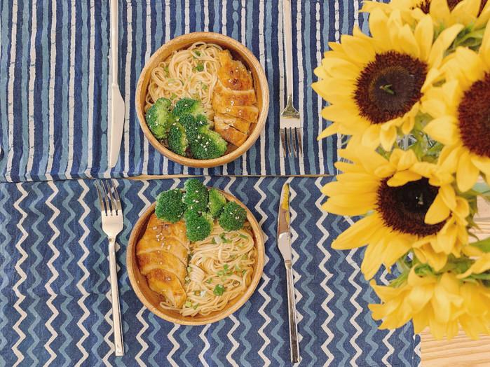 <<夏日菜單>>香煎檸檬大蒜雞配蜂蜜照燒涼麵